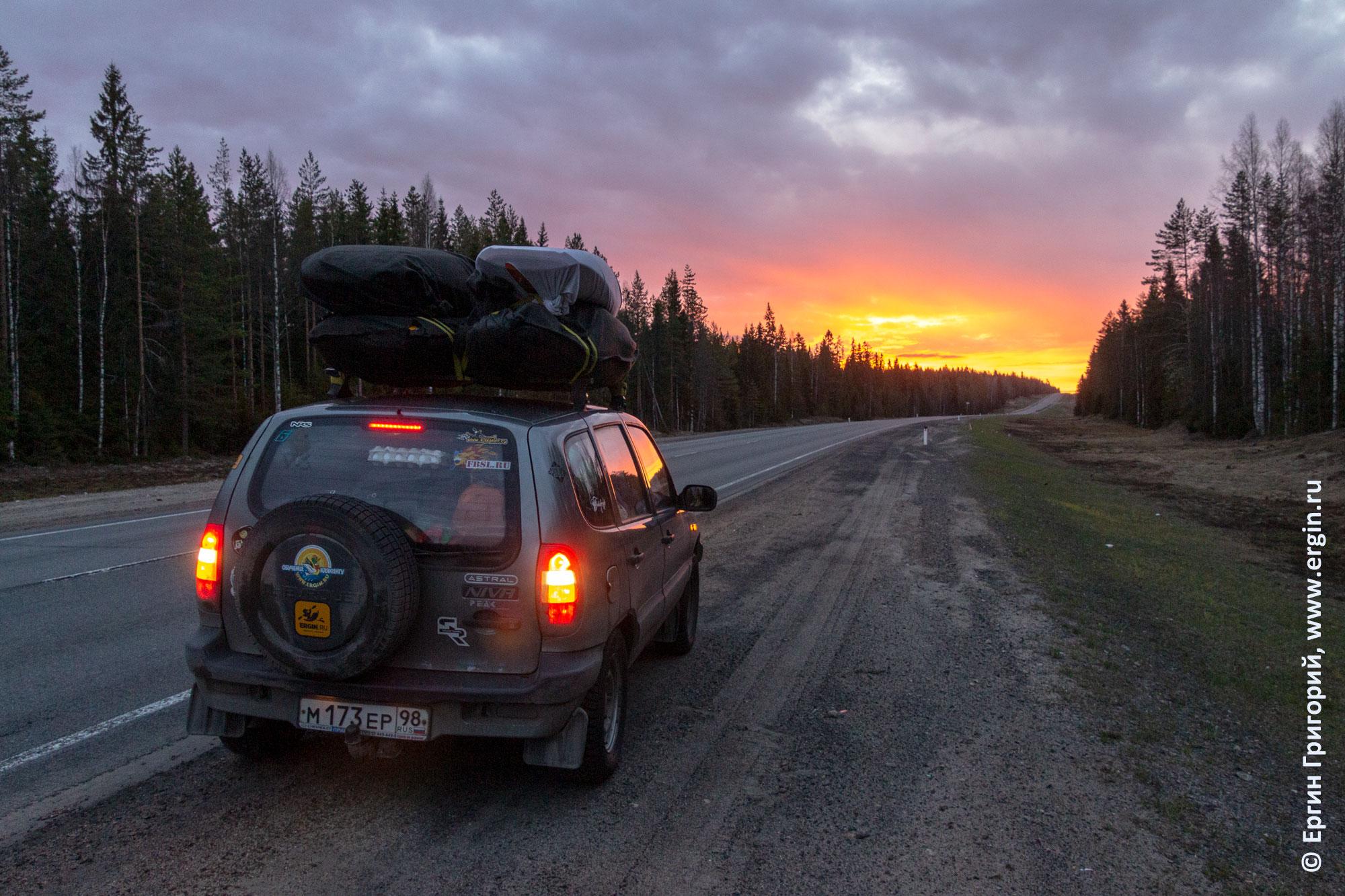 Путешествие на машине с каяками: встречаем рассвет в дороге