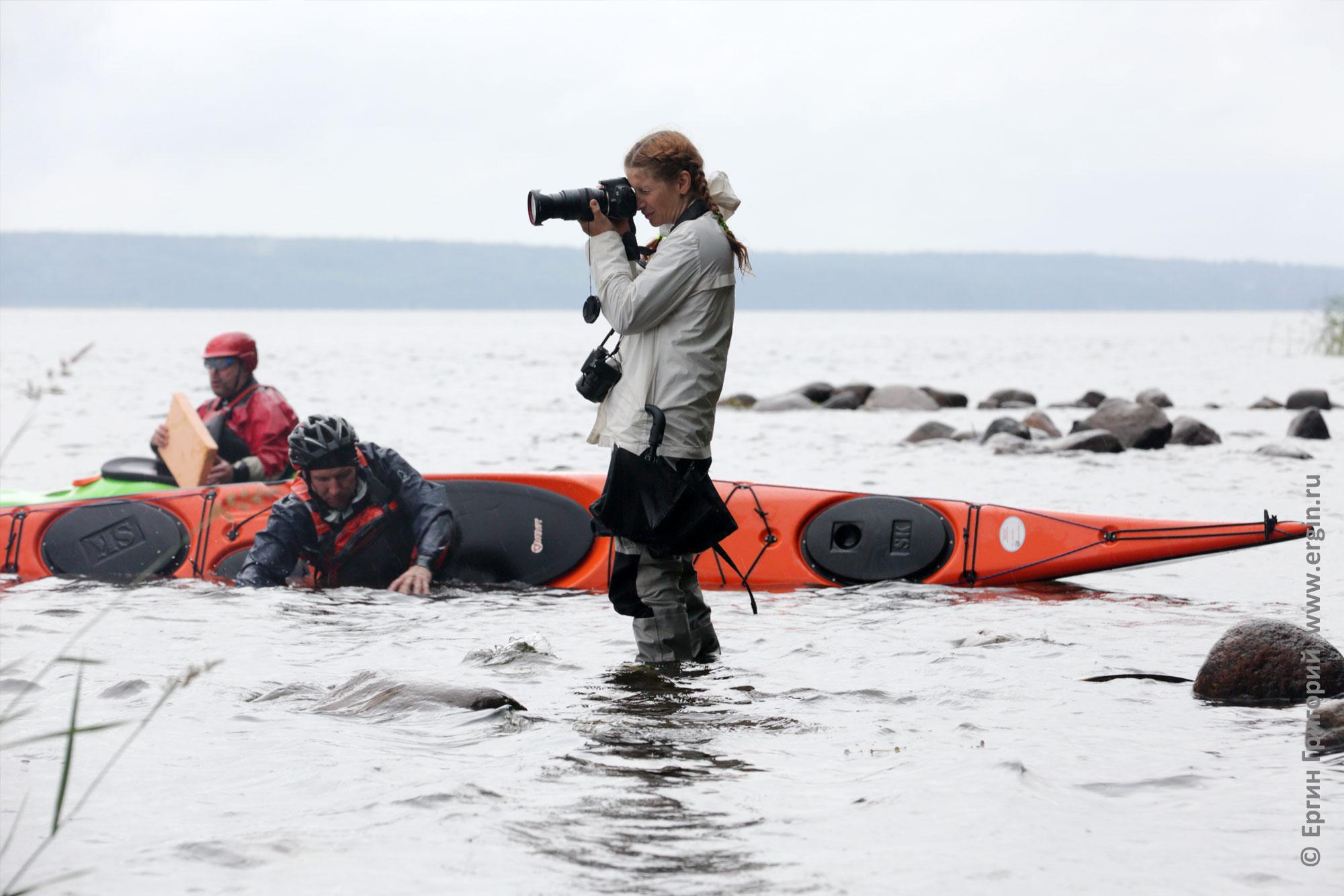 Фотограф снимает фото семинара по эскимосскому перевороту в воде