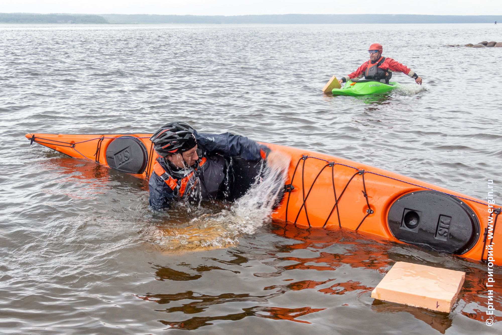 Обучение эскимосскому перевороту на морском каяке