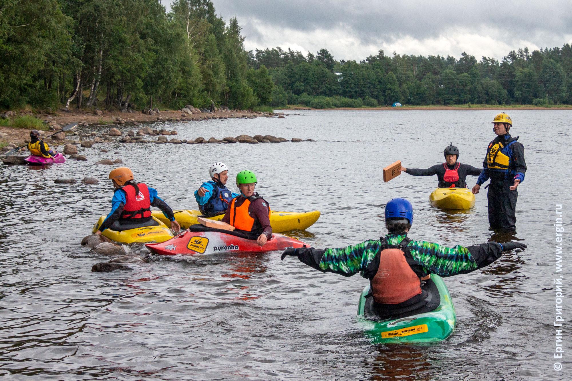 Первый выход на воду начинающих каякеров - изучаем эскимосский переворот