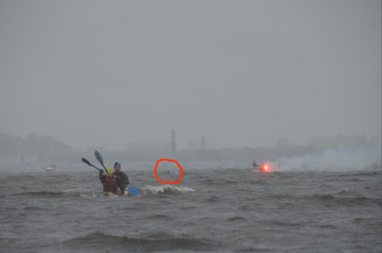 Переворот морского каяка на гонке и отстрел каякера