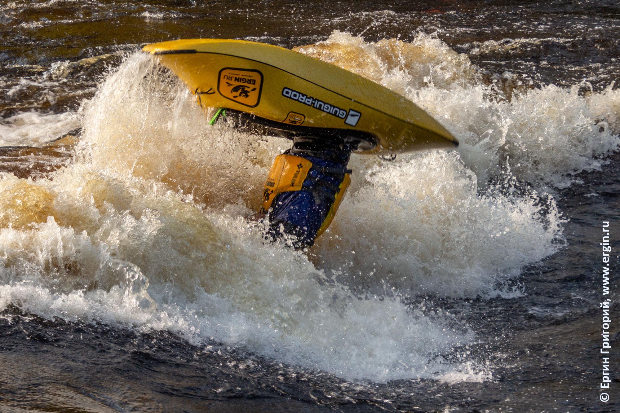 Фристайл на бурной воде осенью в Тивдии