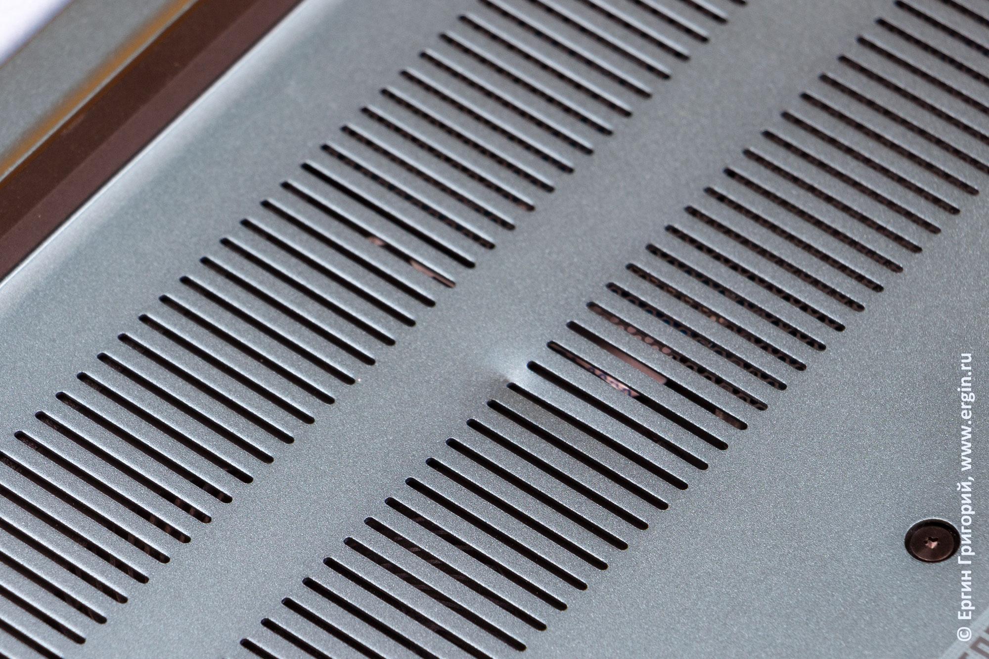 Вмятина на тонком аллюминиевом корпусе ноутбука ACER Swift 3