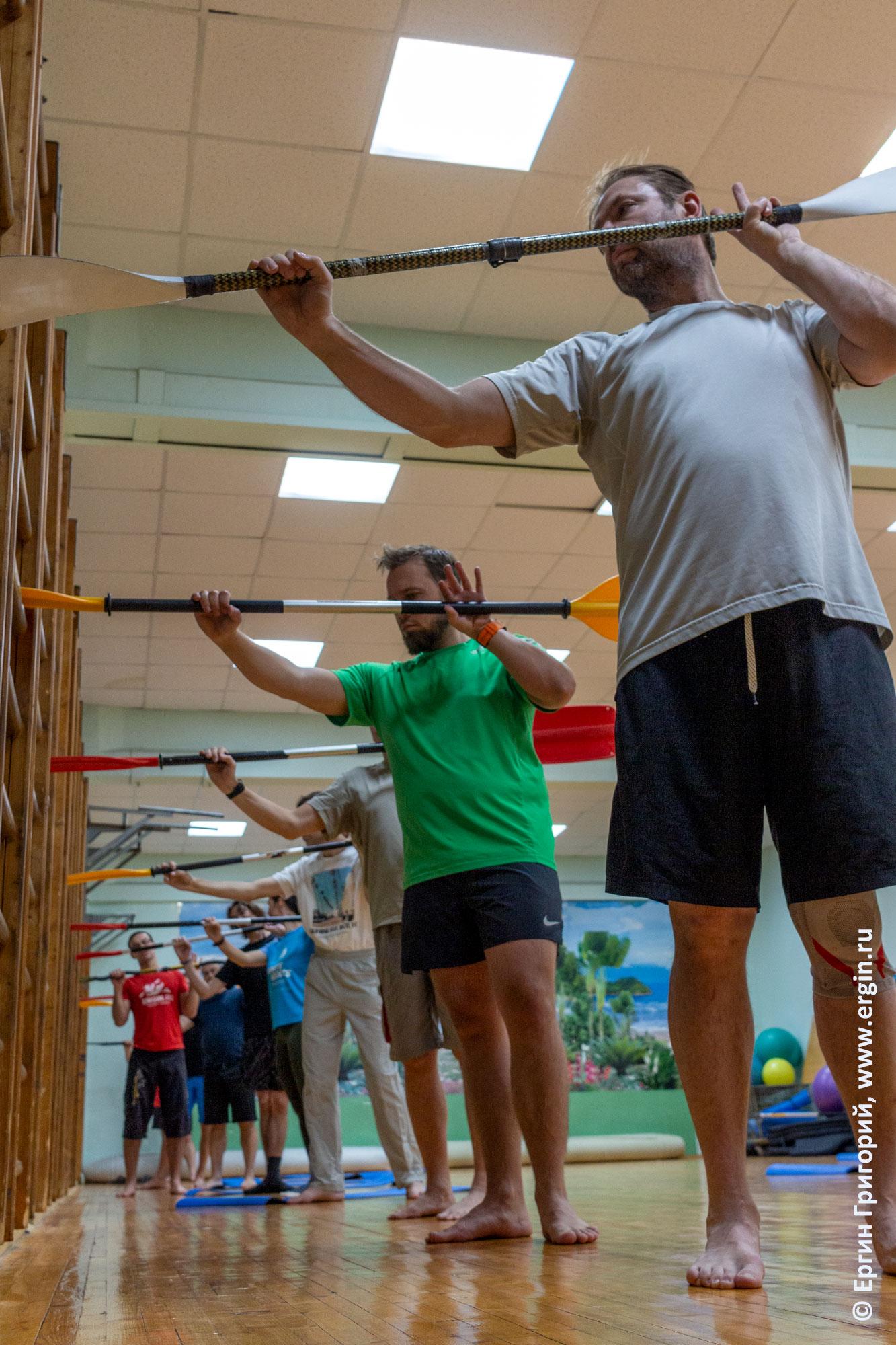 Правильное положение рук на весле при выполнения опоры эскимосского переворота