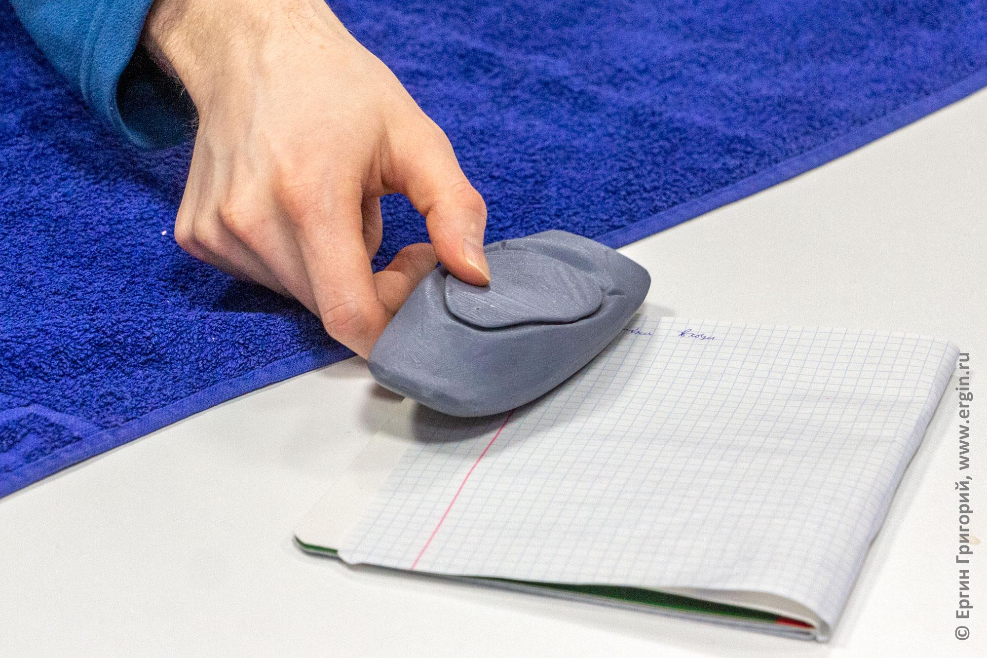 Модель каяка для выполнения упражнений на семинаре по особенностям бурной воды для каякеров