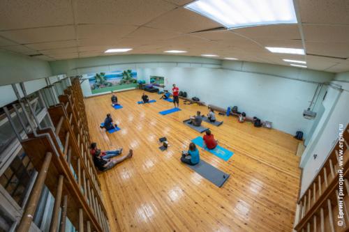 Тренировка по эскимосскому перевороту в спортивном зале