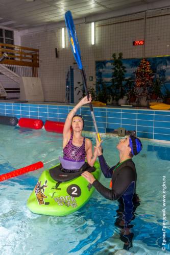 Имитация дуговой опоры веслом без падения в воду