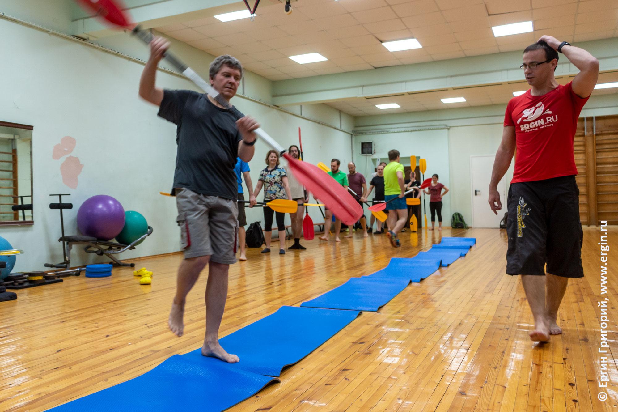 Сухие тренировки по каякингу в спортивном зале