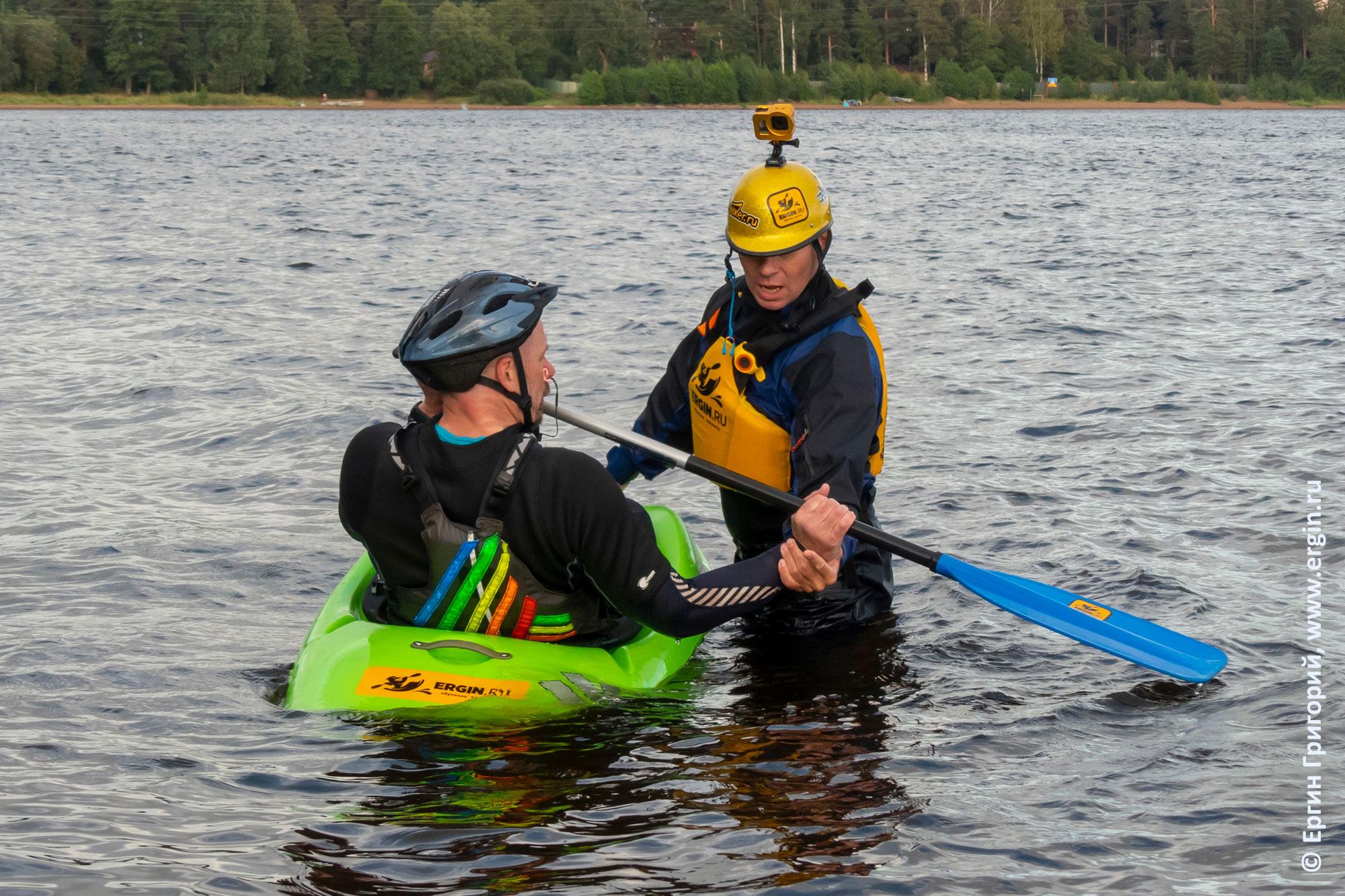 Тренировки по эскимосскому перевороту на Суходольском озере