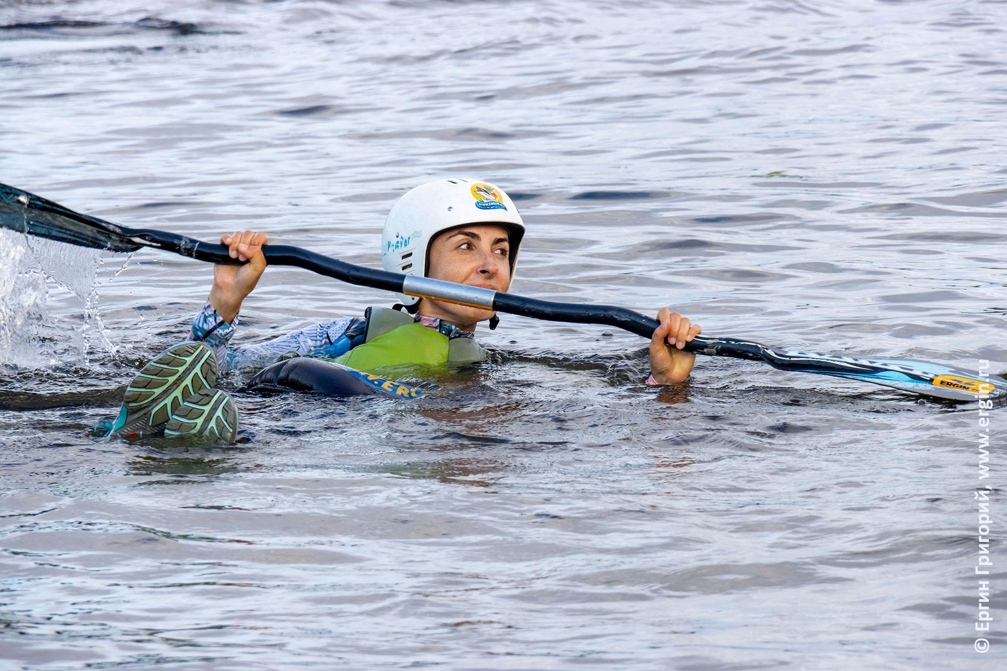 Изучение опор веслом в воде без каяка