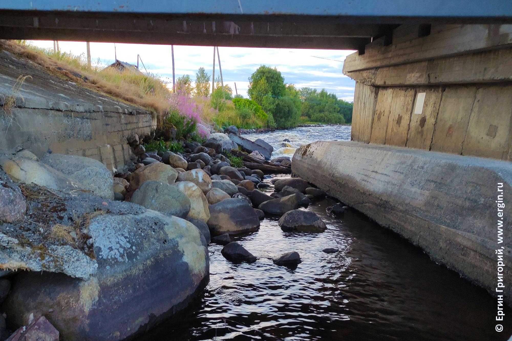 Камни над суводью у правого берега реки Тивдийки