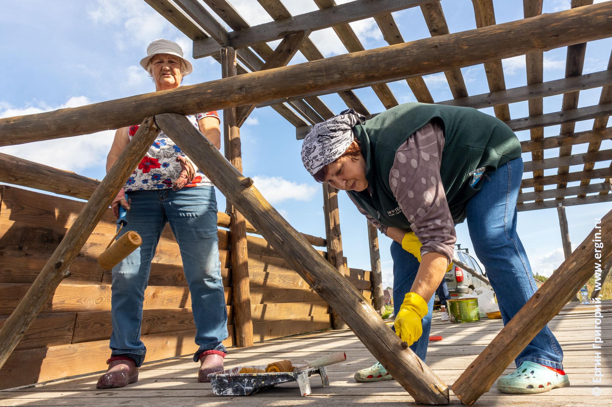 """Участники ТОС """"Зарека"""" работают на облагораживании построек в Тивдии"""