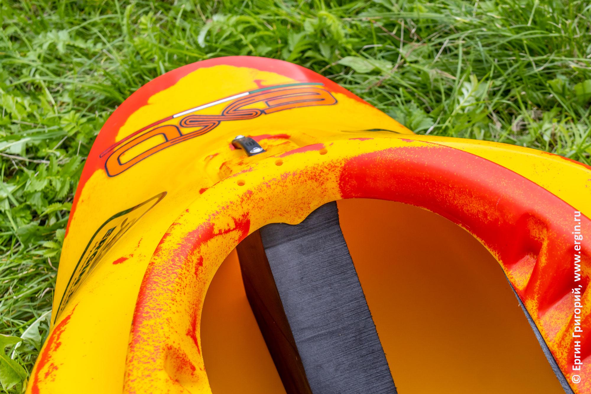 Пиллерс в носу каяка для фристайла на бурной воде EXO Guigui-prod Helixir XS