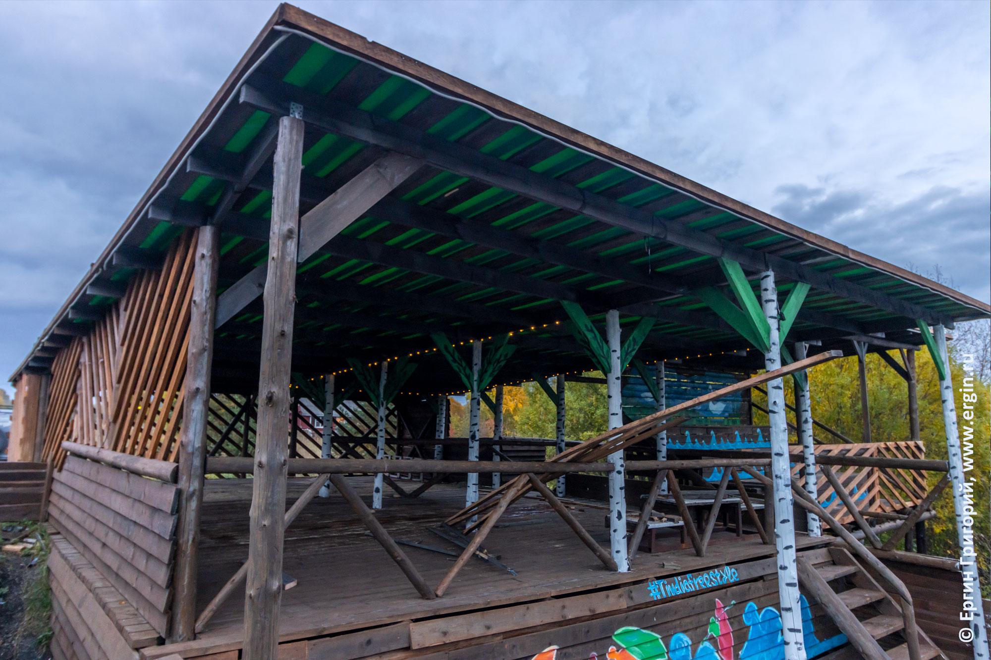 Судейская для соревнований по фристайлу на бурной воде в Тивдии после ремонта