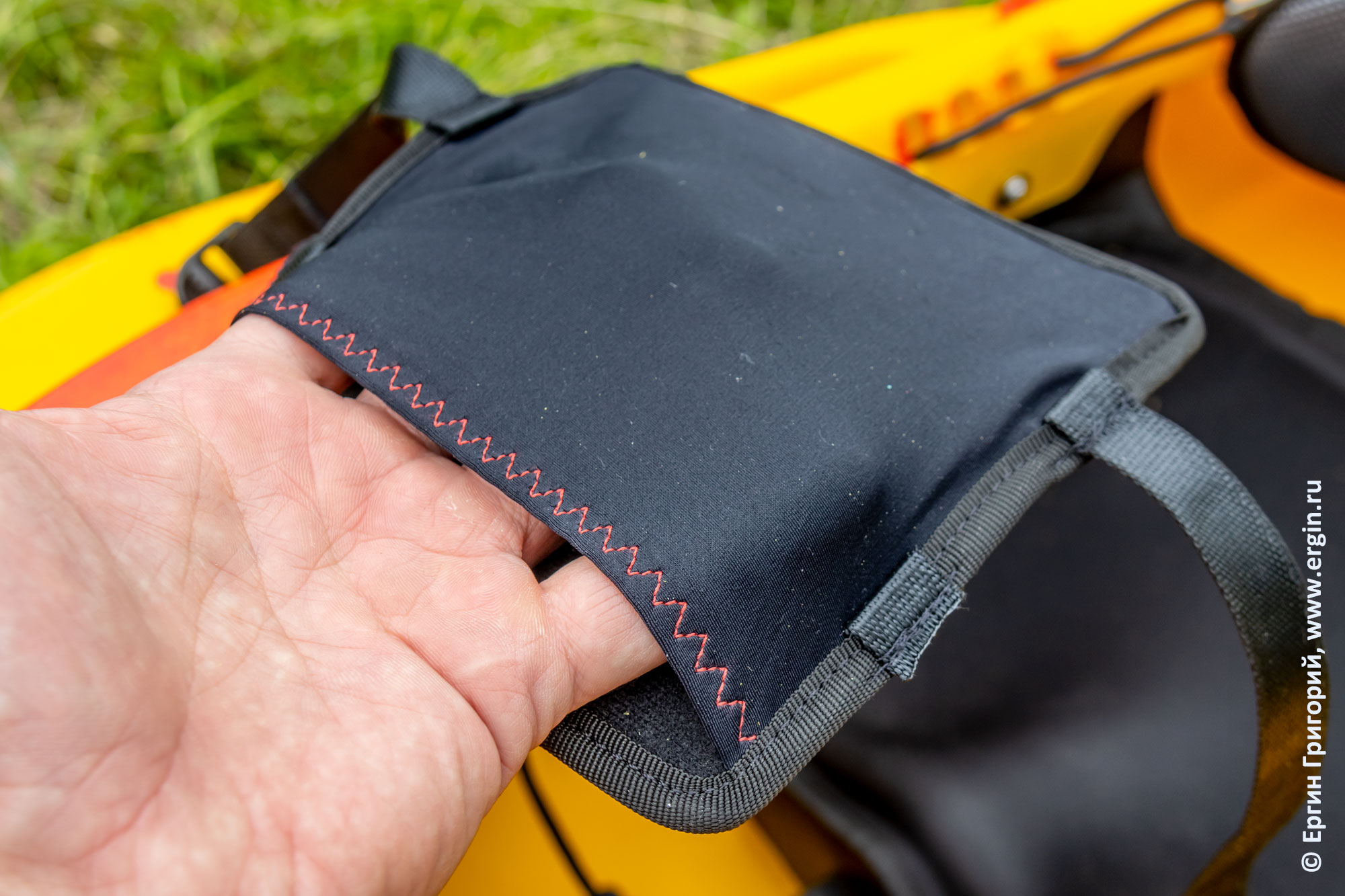 Карманы в бедренных упорах EXO kayak Guigui-prod Helixir 2018