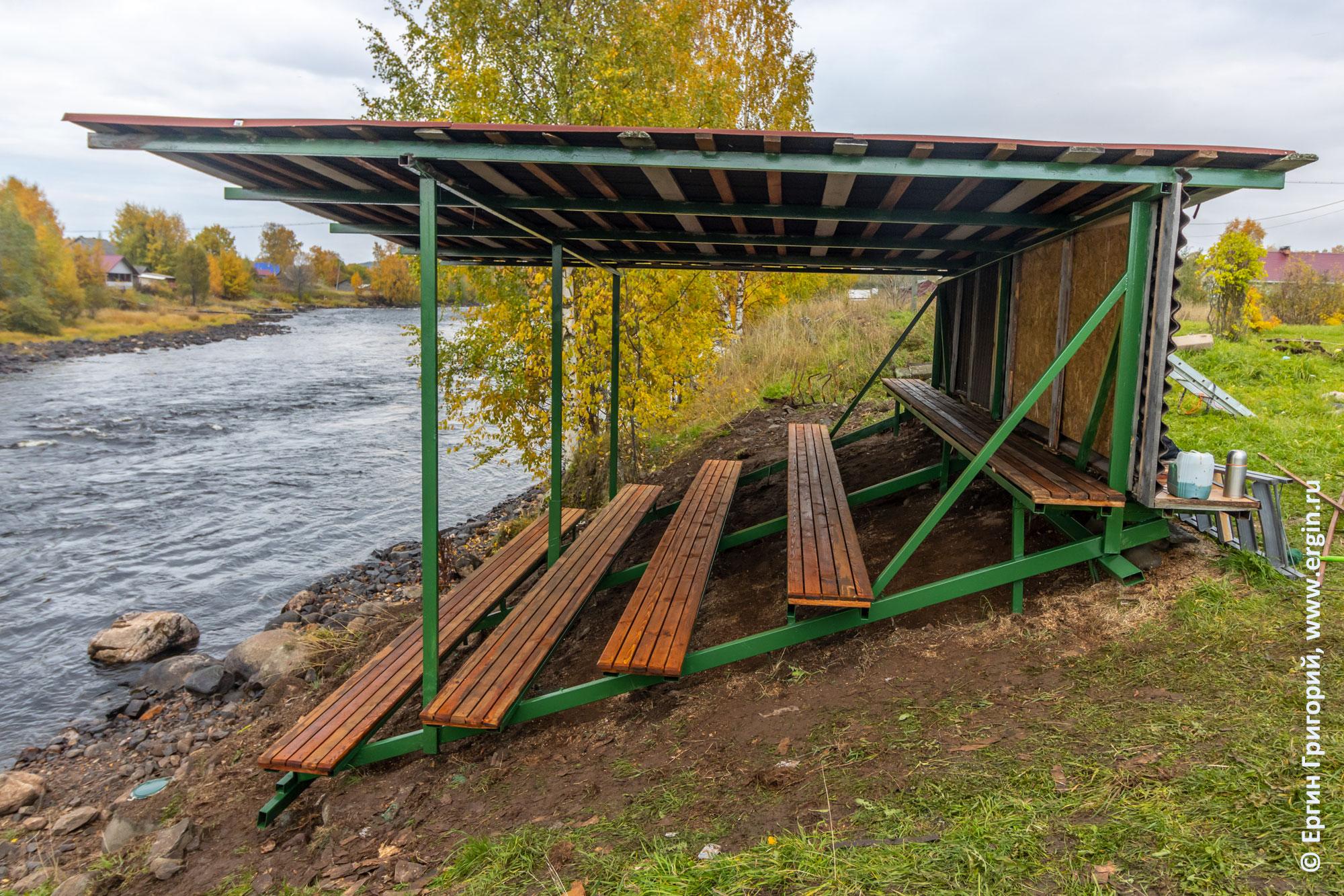 Трибуна в Тивдии: новые скамейки, крыша, покраска