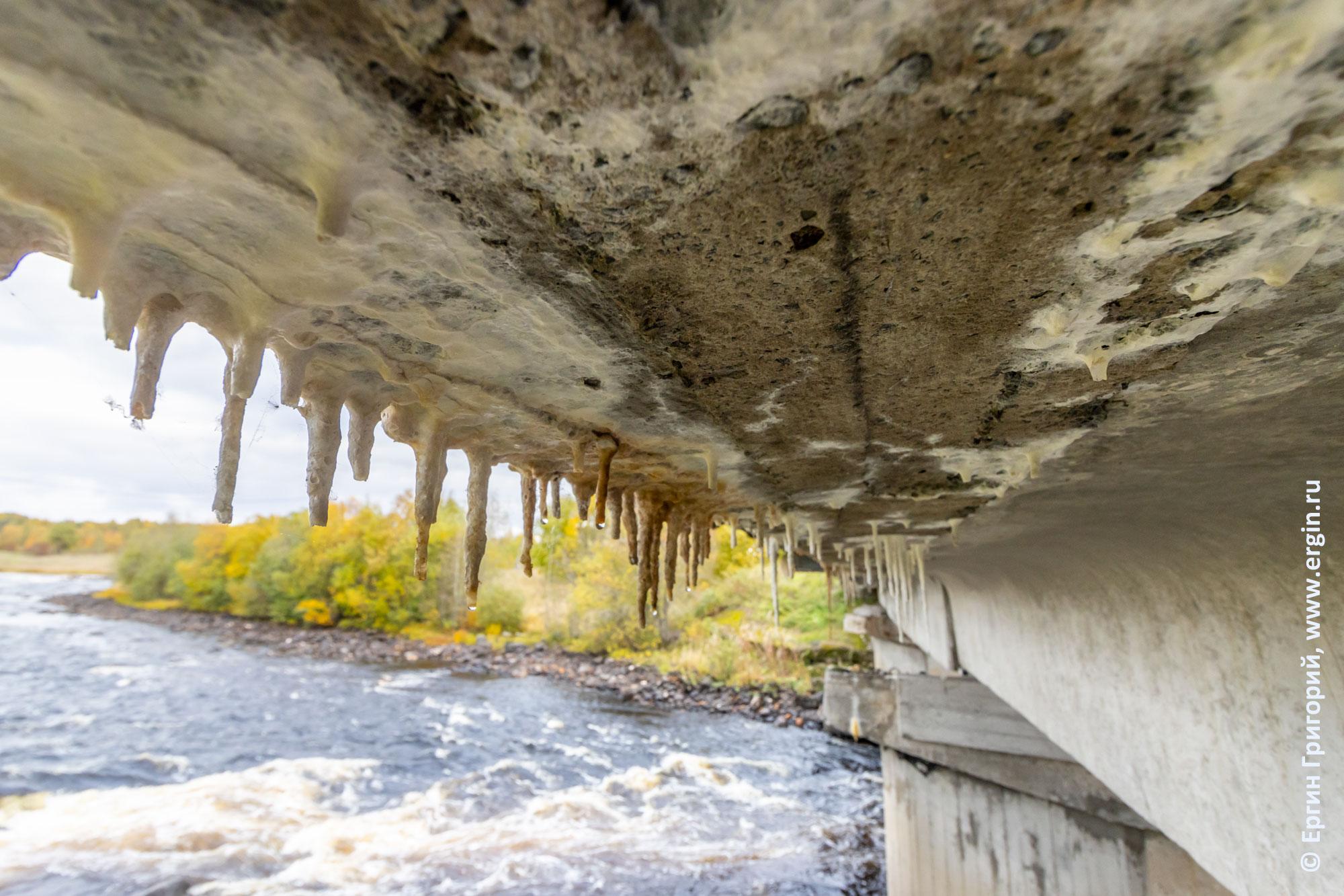 Сталактиты под мостом над Тивдийкой