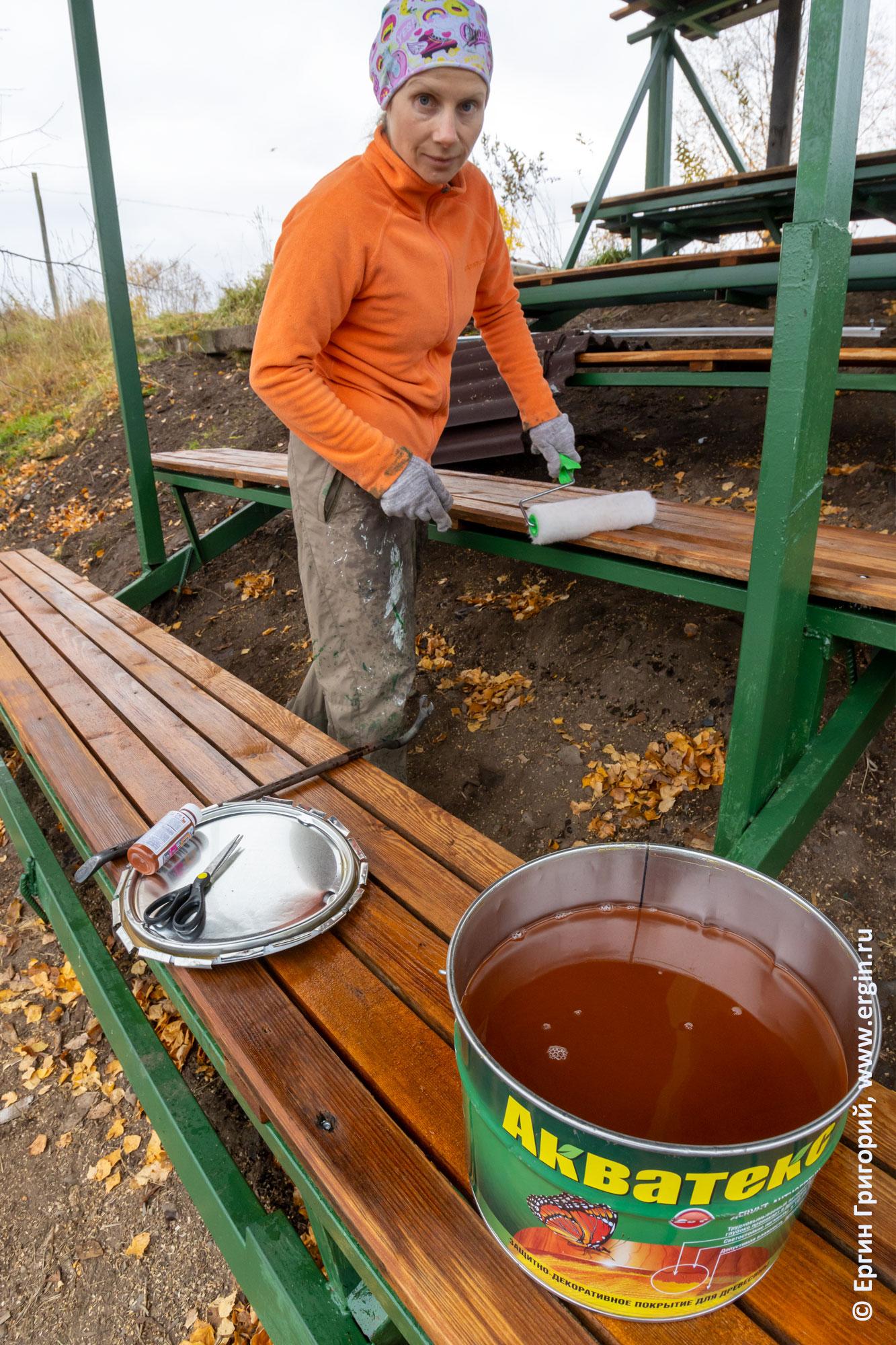 Покрытие скамеек на трибуне в Тивдии пропиткой
