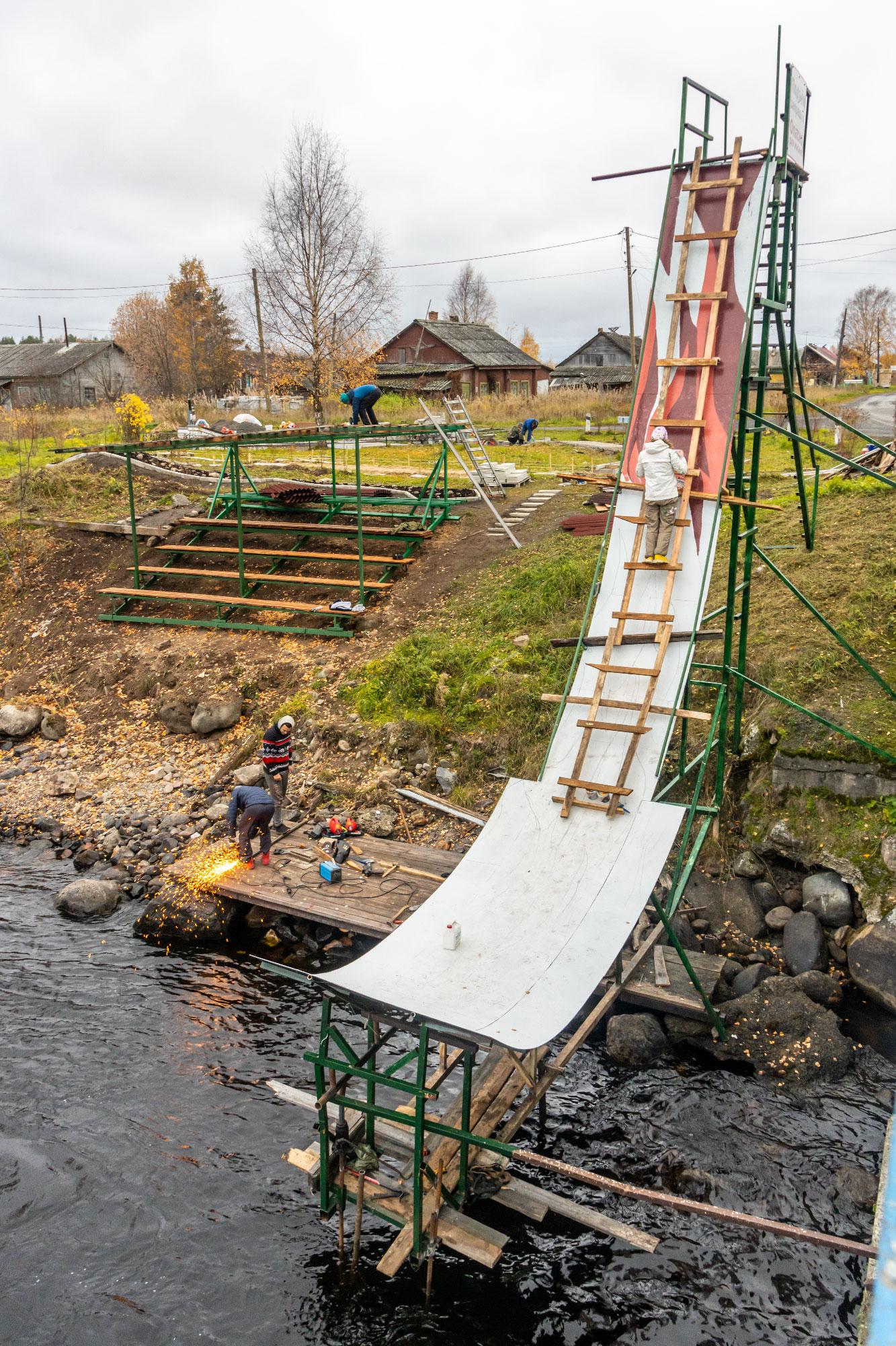 Субботник в Тивдии - работы по благоустройству спортивных построек для соревнований по фристайлу на бурной воде